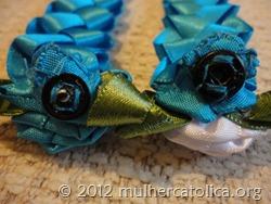 Cinto de fitas trançadas com rosas de fitas