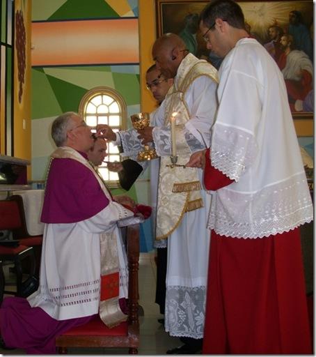 bispo comungando