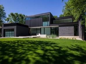 fachada-negra-casa-moderna