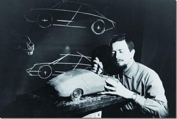 Porsche_Personalia_Ferdinand_Alexander_Porsche_am_Modell_Typ_911_1968_small