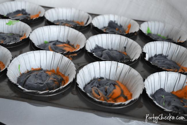 Tie Dye Spider Cupcakes by www.poofycheeks.com