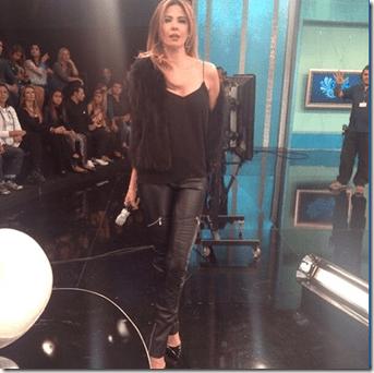 Luciana Gimenez minutos antes de entrar no ar ao vivo