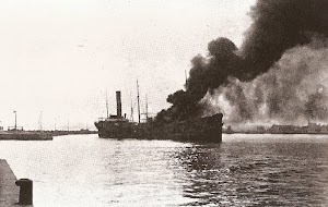 Impresionante foto del buque incendiado en sus primeros momentos. Foto de la pagina web Alicante Vivo