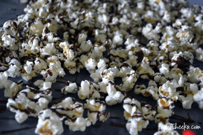 Thin Mint Popcorn - a sweet and salty snack