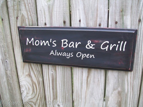 Mom's Bar & Grill (3)