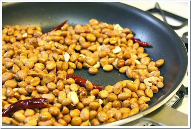 Hot & Spicy Peanuts made at home