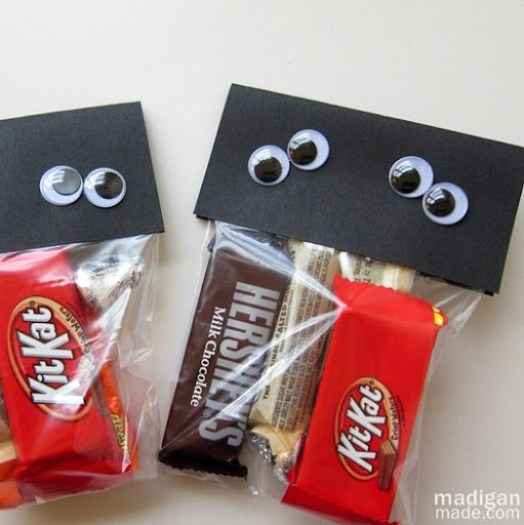 Easy googly eye  Halloween treat goody bags - madiganmade.com