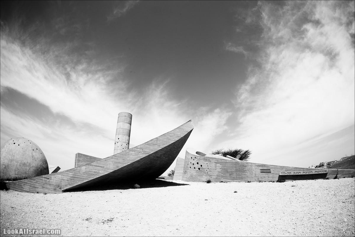 Мемориал бригаде Негев | Monument to the Negev Brigade | אנדרטת חטיבת הנגב | LookAtIsrael.com - Фото путешествия по Израилю