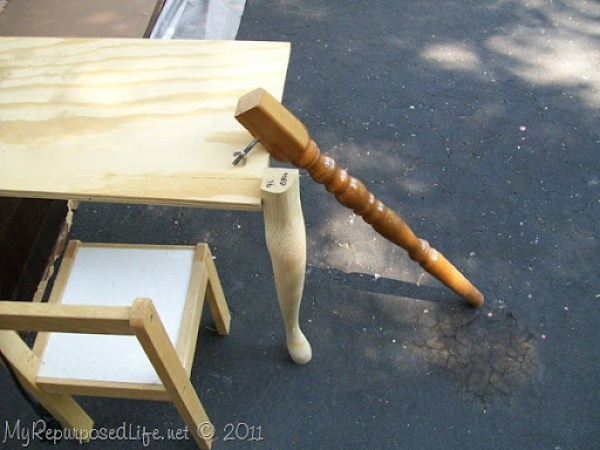 choosing a leg for the kids desk