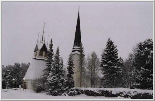 De kerk met de hoge torenspits