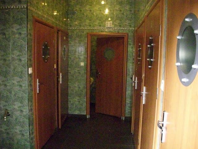 Pierwsze toalety na tresie zwiedzania, ale nie ostatnie - kolejne znajdują się w budynku restauracji