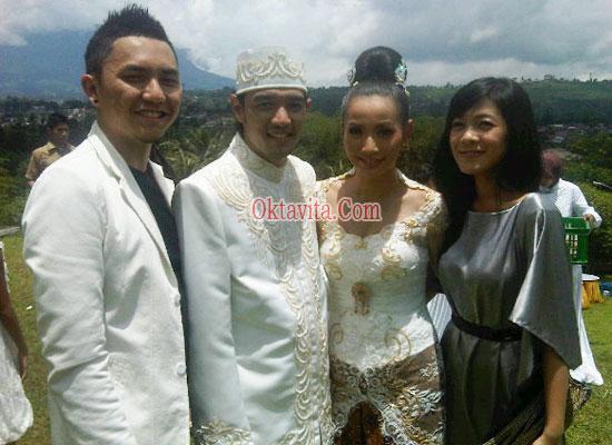 Foto Pernikahan Hesti Purwadinata dan Edo Borne  OktavitaCom