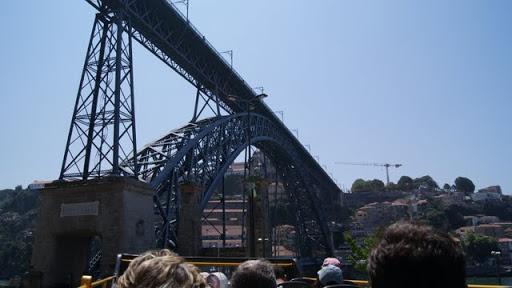 Pasando por uno de los puentes sobre el Duero