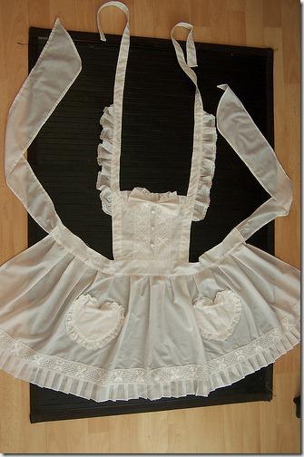 coser el delantal y disfraz de Alicia en el pas de las