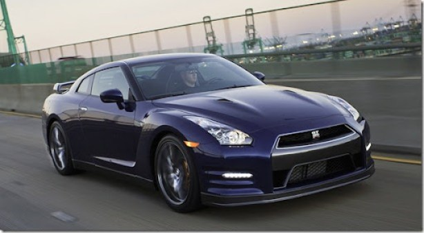 Nissan-GT-R_2011_1600x1200_wallpaper_08