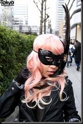 Lady-Gaga-Japanese-Fans-2010-04-17-086-P7288-600x903