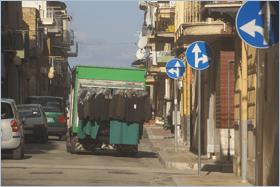 Sizilien - Altavilla Milicia - Fahrendes Bekleidungs-Geschäft als Beispiel für die Mikroökonomie in Sizilien