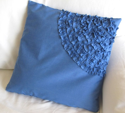 [Ruffled Pillow[4].jpg]
