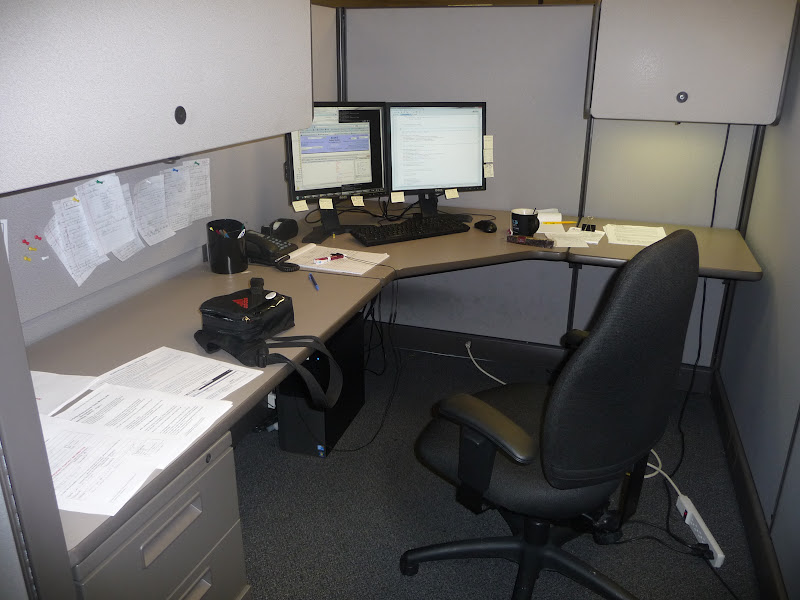 Mon cubicle, après 3 semaines de boulot