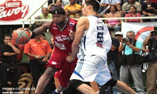 Maracaibo Venezuela 09/06/2009 Juego de la Liga Profesional de Baloncesto realizado en el Gimnasio Belisario Aponte entre Gaiteros del Zulia vs Guaros de Lara en la grafica Torraye Braggs