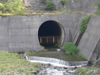 河川維持放流用の放水路