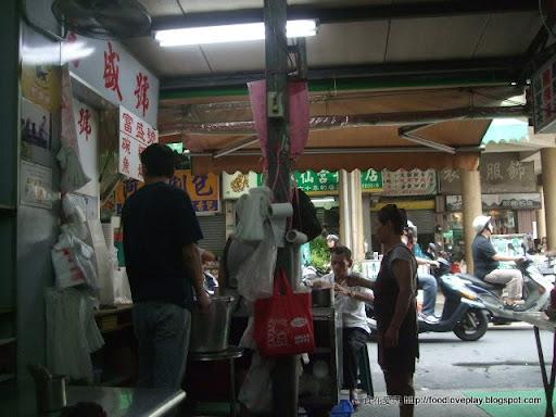 臺南市西門圓環-富盛號-來碗傳統的碗粿與魚羹吧! - 食在愛玩