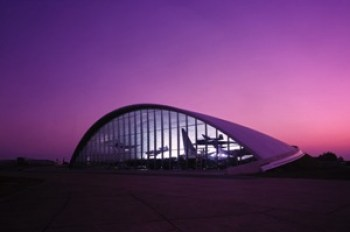 American-Air-Museum-Cambridge-United-norman-foster-high-tech-arquitectura