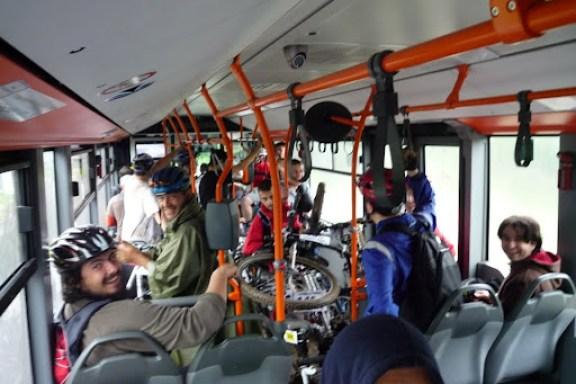 toti oamenii din autobuz erau cativa din cei cu derailleur-ele rupte :(