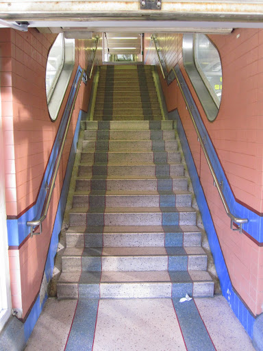 Jo, för det finns ingen rulltrappa.