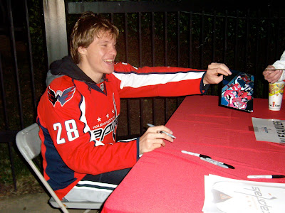 Best. Picture. Of. The. Night.  Semin looks great in this pic!