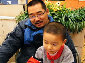 baby and dad in game. 朱子卓,和朱楚甲。