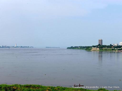 – Les capitales les plus rapprochées du monde, séparées par le fleuve Congo: Brazzaville à gauche, Kinshasa à droite. 2010