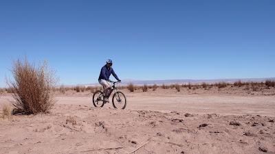 En bicicleta por el desierto de Atacama