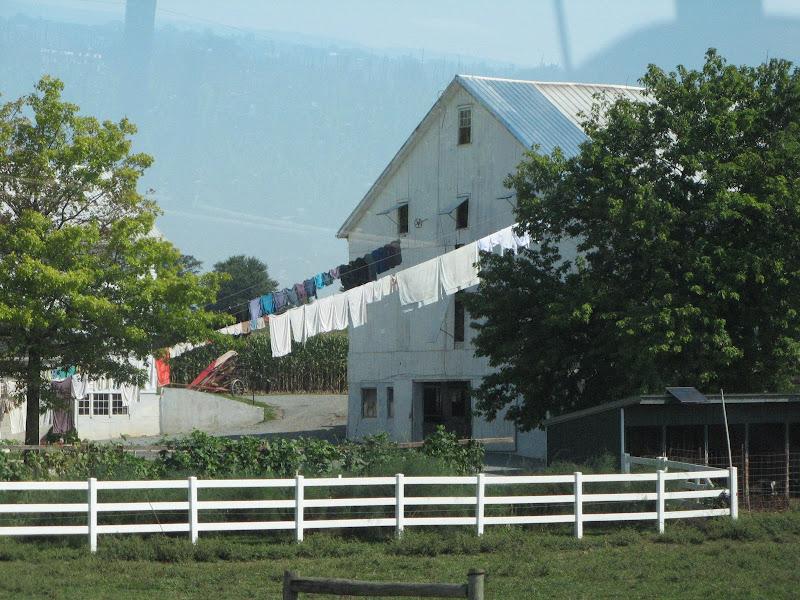 Risultati immagini per amish case panni stesi