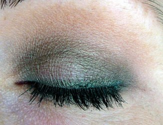 Another view of Bionic's Green Eyeshadow look