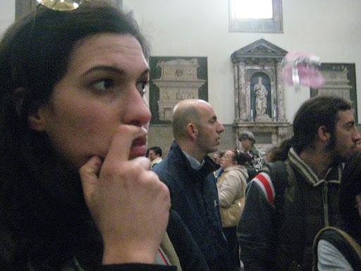 si sta lisciando i baffi o si sta innamorando del Vasari?