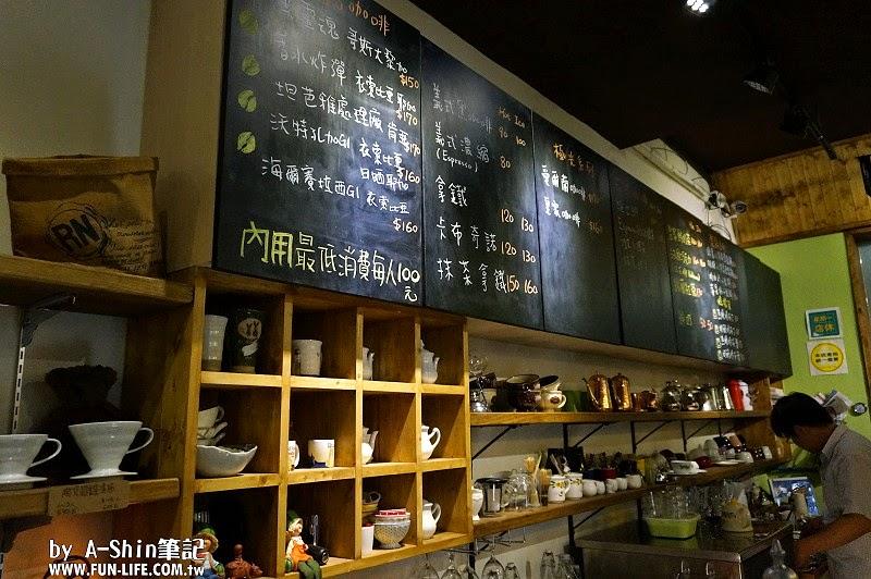 巫師咖啡館|太平咖啡館推薦:巫師咖啡館。這邊厚鬆餅紮紮實實,點精品咖啡,老闆更是仔細介紹~