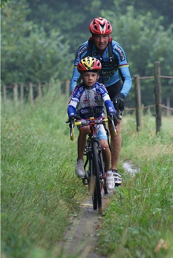 vader en zoon mountainbiken