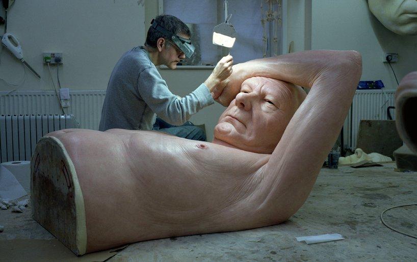 *超現實主義 Ron Mueck 藝術家:呼之欲出極逼真人像雕塑! 10