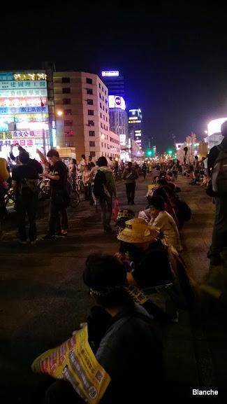 臺北車站前忠孝西路集結中,不核作(更新)@ 空|PChome 個人新聞臺