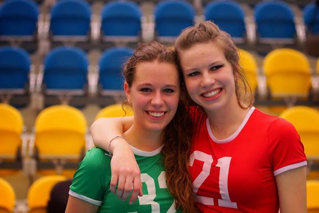 Silja Defrancq en Elien Verbrugghe, cheerleaders van Knack