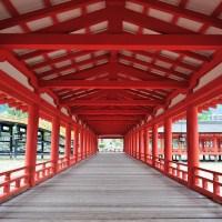 Itsukushima (tunnetaan myös nimellä Miyajima)