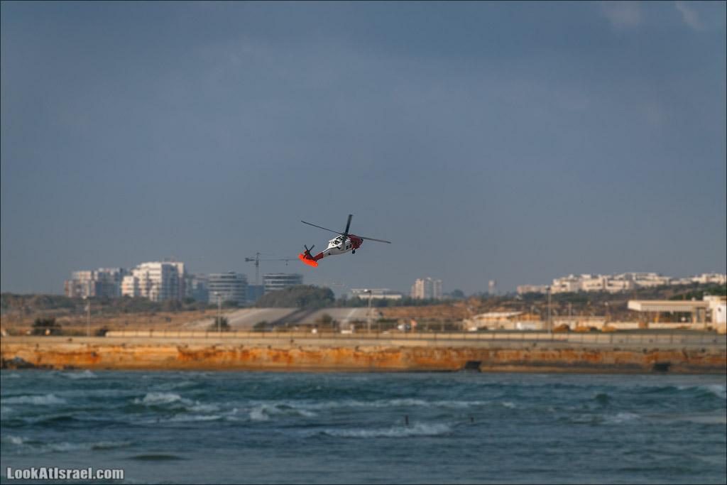 Тель Авив, порт. Посадка кертолета над морем