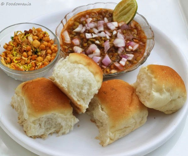 Misal Pav Recipe | Maharashtrian Dinner Rolls with Spicy Sprouts Curry