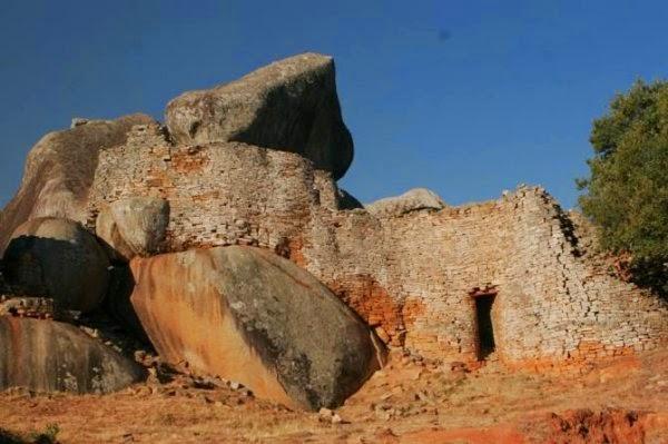 Руины гигантских каменных сооружений