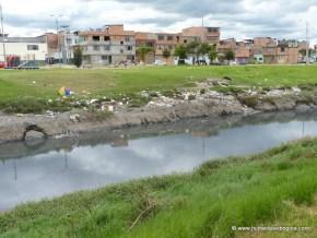 Ronda del Río Salitre, basuras