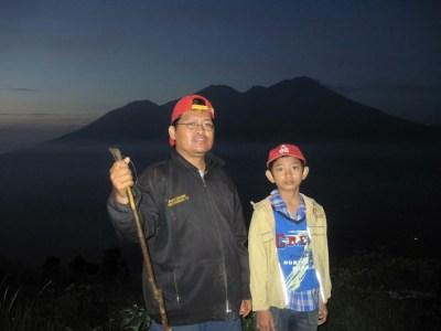 Bersama Zidan mendaki gunung Penanggungan.