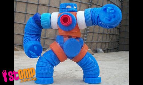 Robô com tampinhas