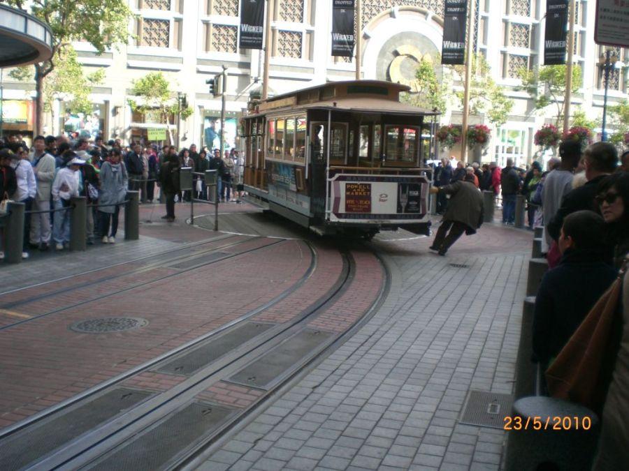 San Francisco tramvayı çevrilirken