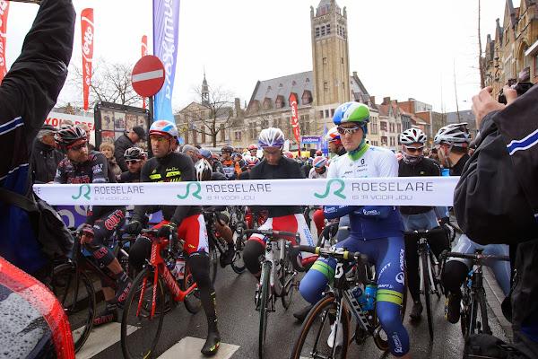 startlint van Dwars door Vlaanderen in Roeselare